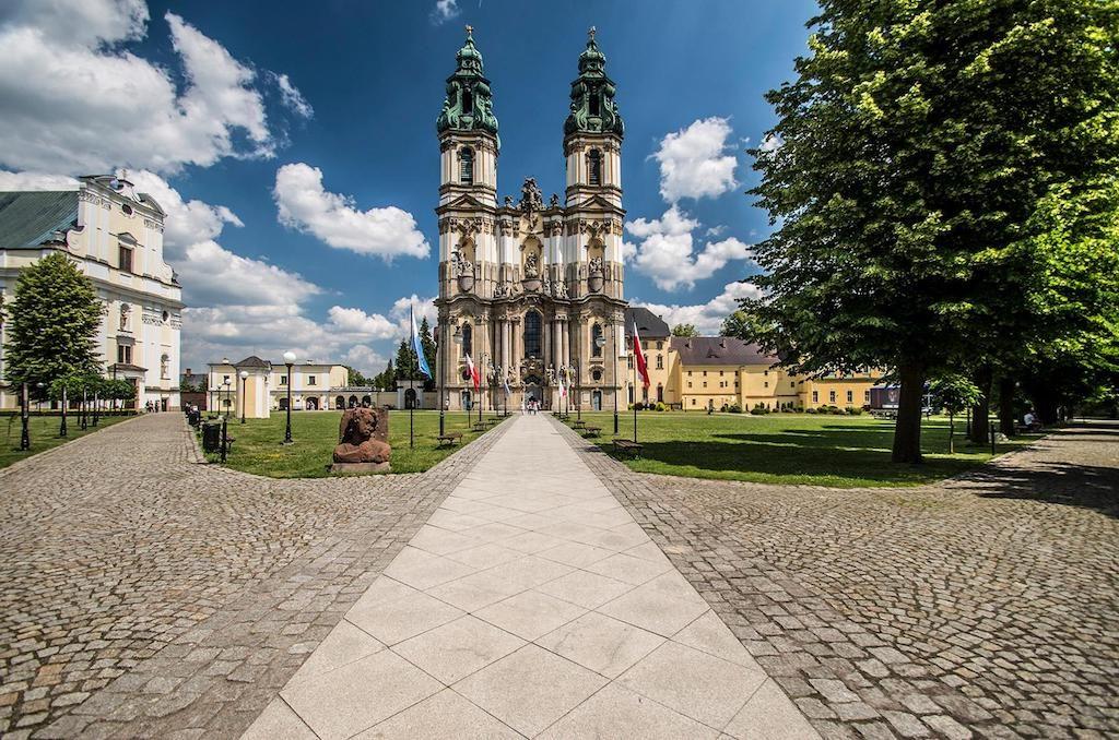 Bazylika Wniebowzięcia NMP – Główny kościół pocysterskiego zespołu – Foto: Adrian Sitko
