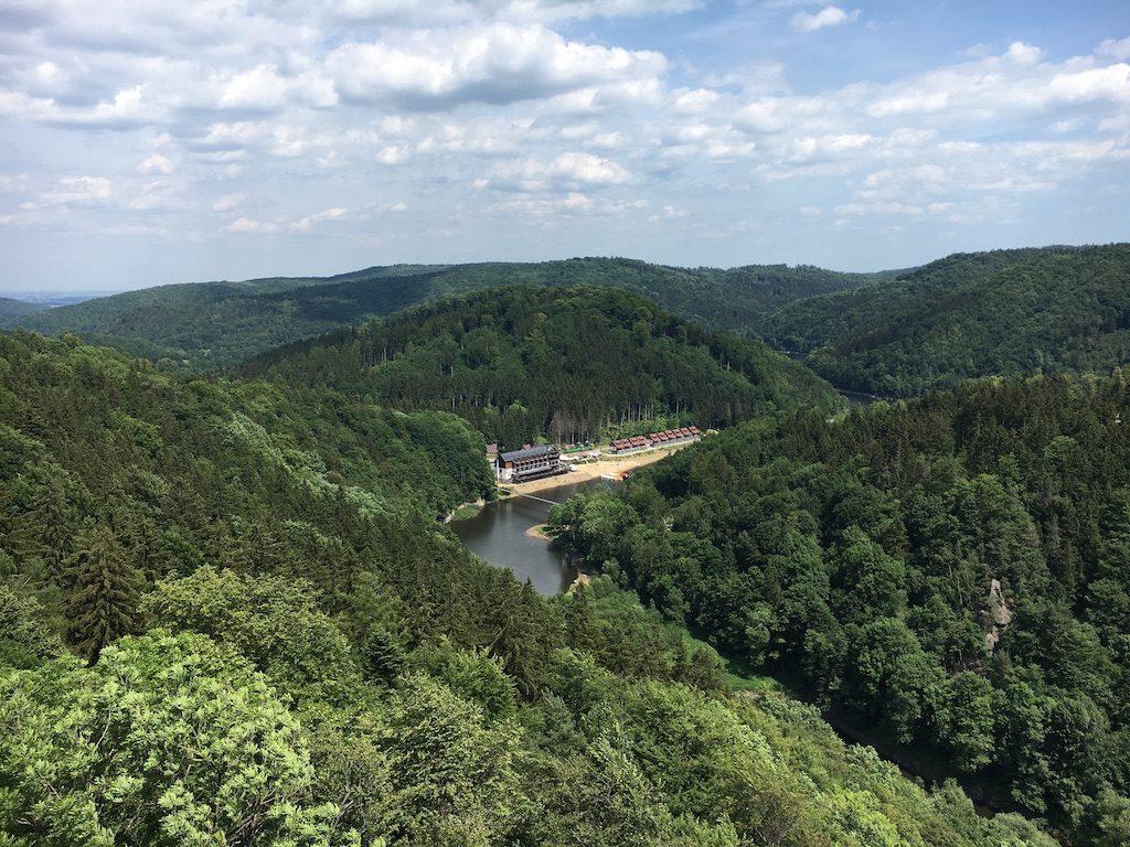 Widok z zamkowej wieży, po prawej Góry Sowie, po lewej Góry Wałbrzyskie