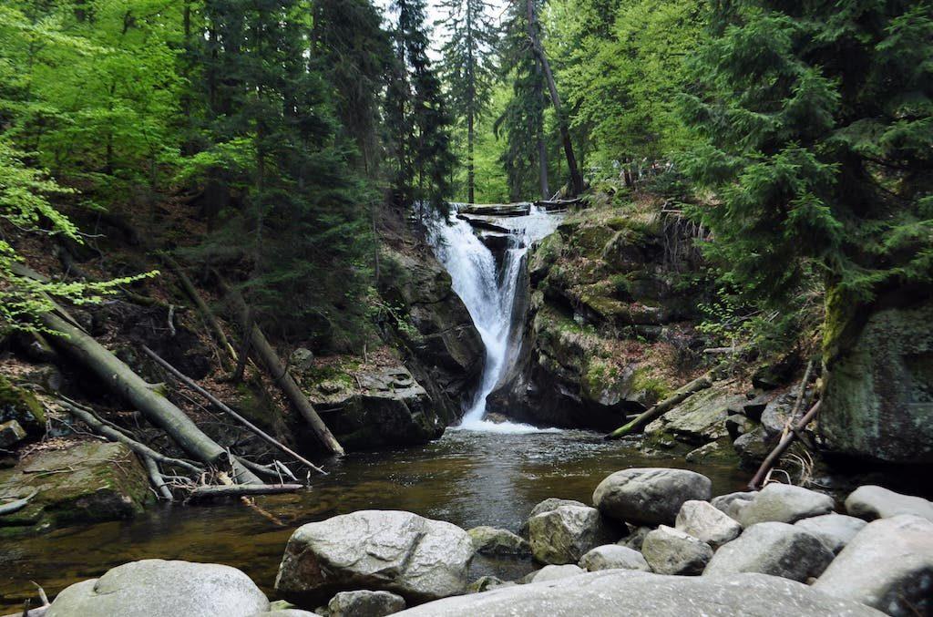 Wodospad Szklarki, jeden z najpopularniejszych karkonoskich wodospadów – Foto: Robert Bezak
