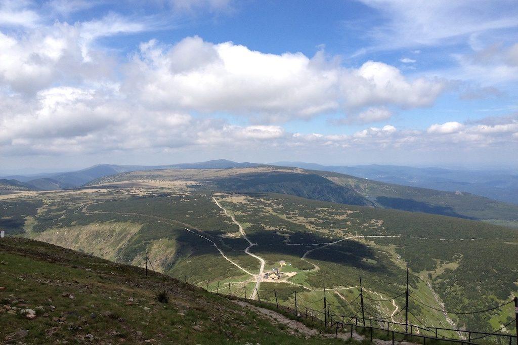 Zasadnicza część Karkonoszy (na zdjęciu Śląski Grzbiet) zbudowana jest z granitów
