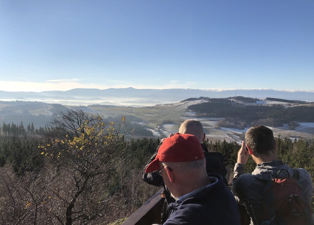 Sudety Zachodnie widziane z platformy widokowej na Okole (Góry Kaczawskie)