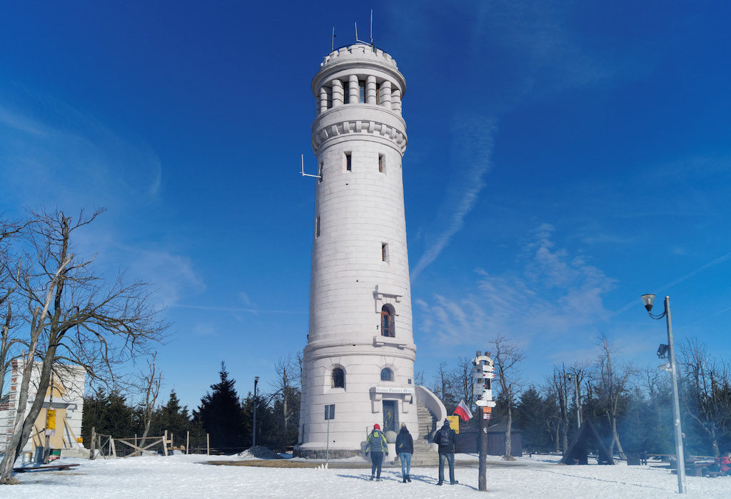 Szczyt Wielkiej Sowy i zabytkowa wieża widokowa