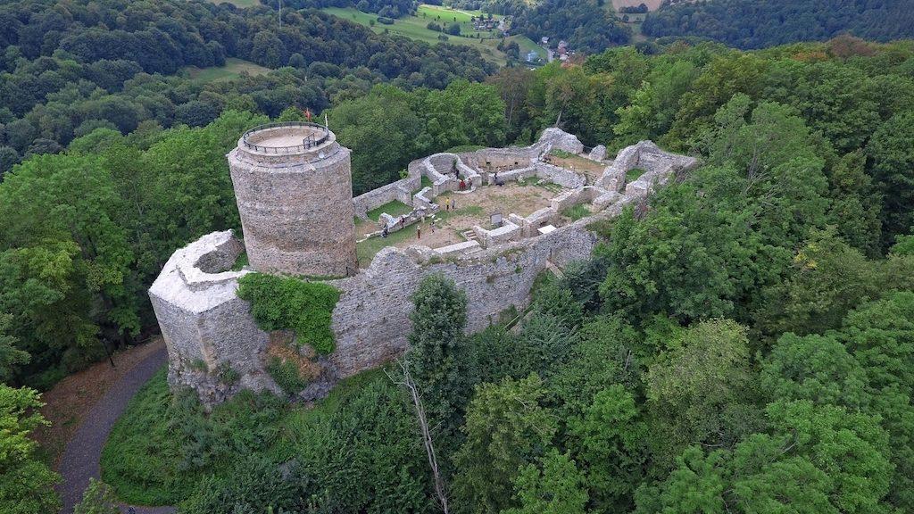 Ruiny Zamku Lenno we Wleniu (Pogórze Izerskie)