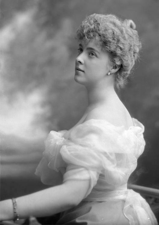 Księżna Daisy von Pless (właściwie Maria Teresa Oliwia Hochberg von Pless) najsłynniejsza mieszkanka Książa