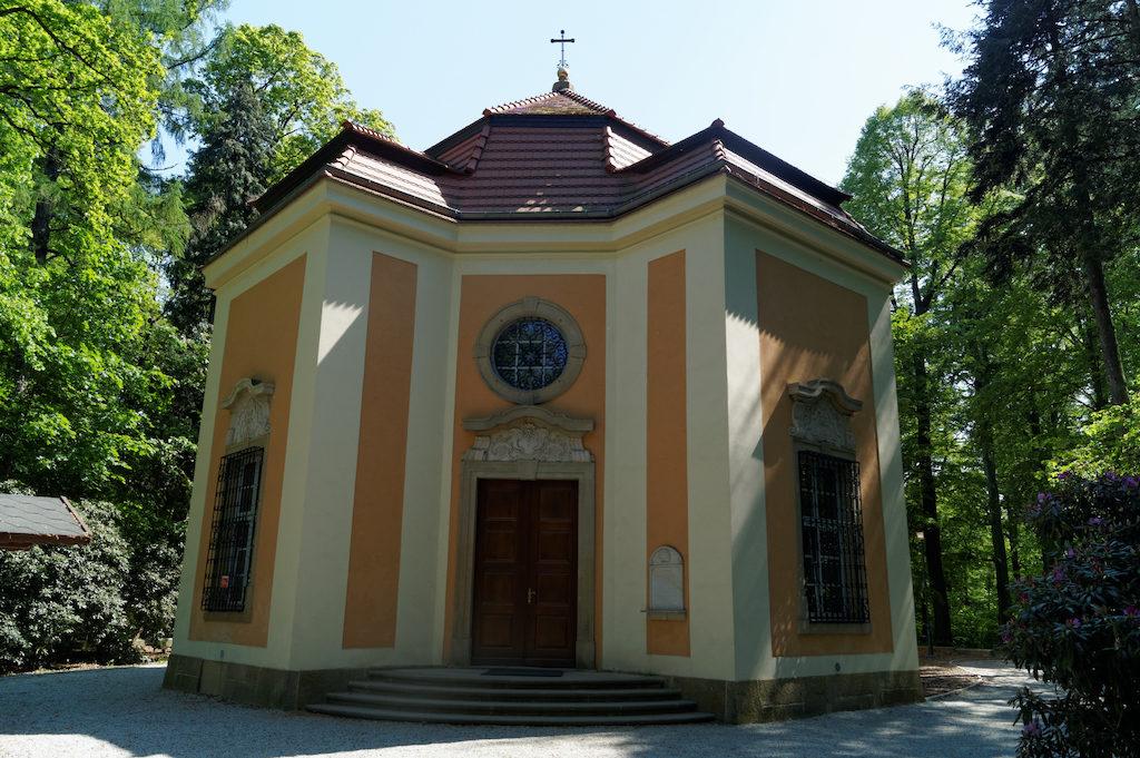 Mauzoleum Hochbergów znajdujące się na terenie książańskiego parku