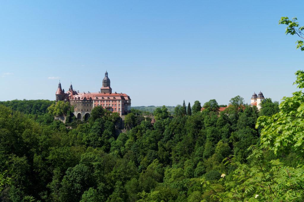 Zamek Książ widziany z punktu widokowego na Skale Olbrzyma