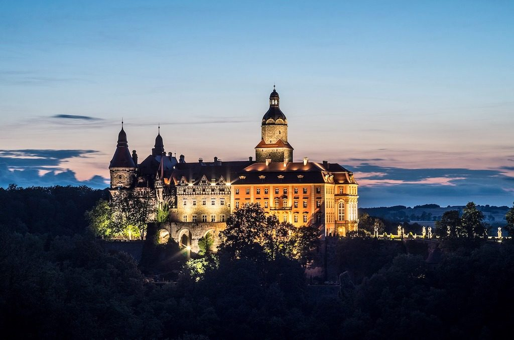 Zamek posiada piękną nocną iluminację – Foto: Adrian Sitko