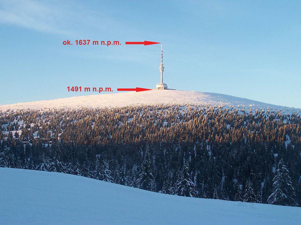 Czubek wieży na Pradziadzie jest najwyższym punktem w Sudetach – Foto: Witeg Źródło: wikimedia.org
