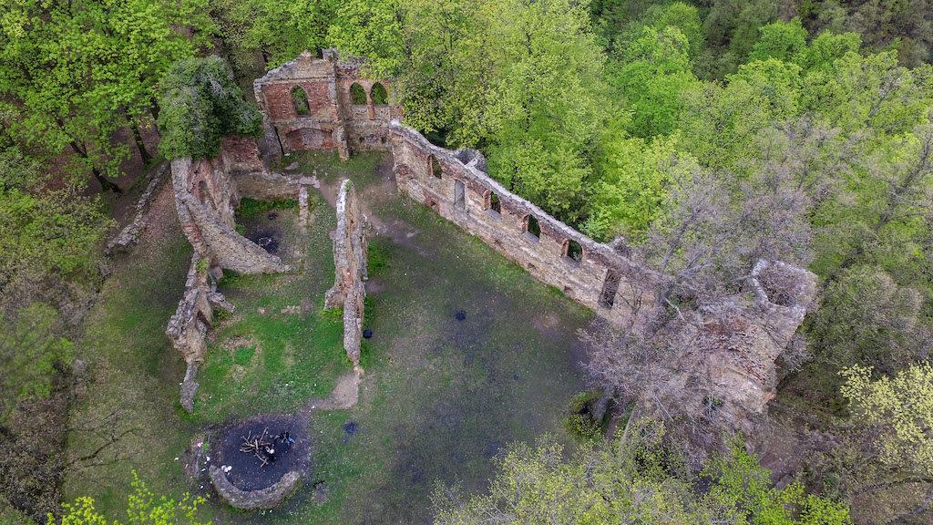 Zdjęcie z drona ruin Starego Książa – Foto: Michał Jabłoński