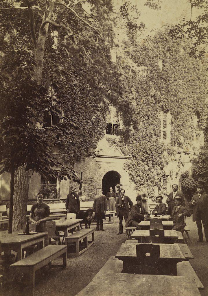 Restauracja na dziedzińcu, zdjęcie z około 1885 roku