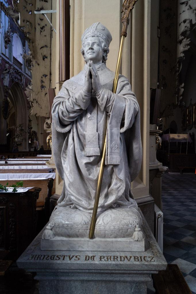 Figura arcybiskupa praskiego Arnoszta w kolegiacie Wniebowzięcia NMP w Kłodzku