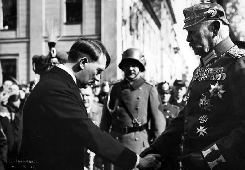 Paul von Hindenburg i Adolf Hitler – Źródło: Bundesarchiv
