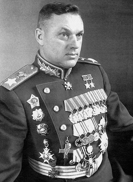 Pierwszy dowódca PGWAR marszałek Konstanty Rokossowski