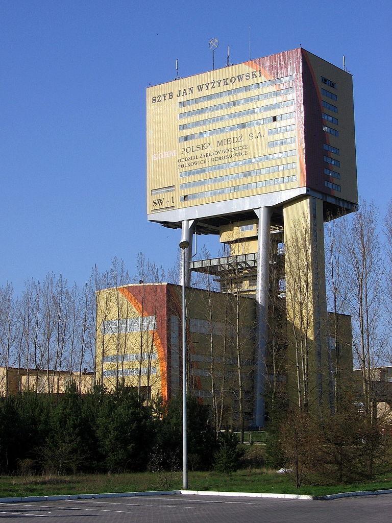 Szyb Jan Wyżykowski kopalni Polkowice-Sieroszowice – Foto: Julo Źródło: wikimedia.org
