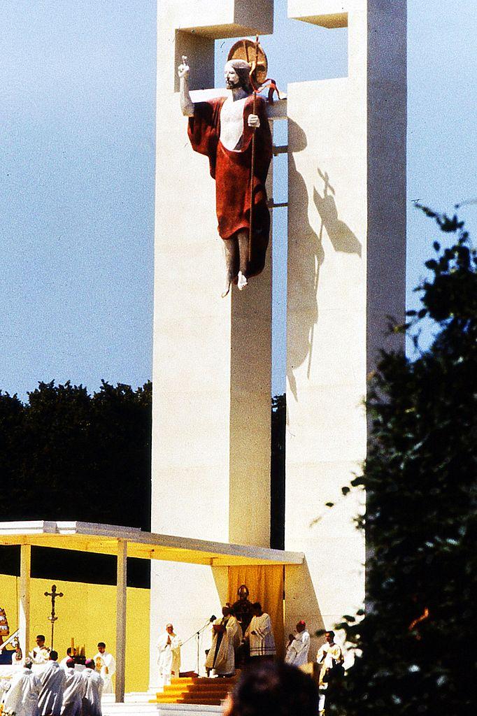 Papież Jan Paweł II w czasie mszy świętej na wrocławskich Partynicach – Foto: Julo Źródło: wikimedia.org