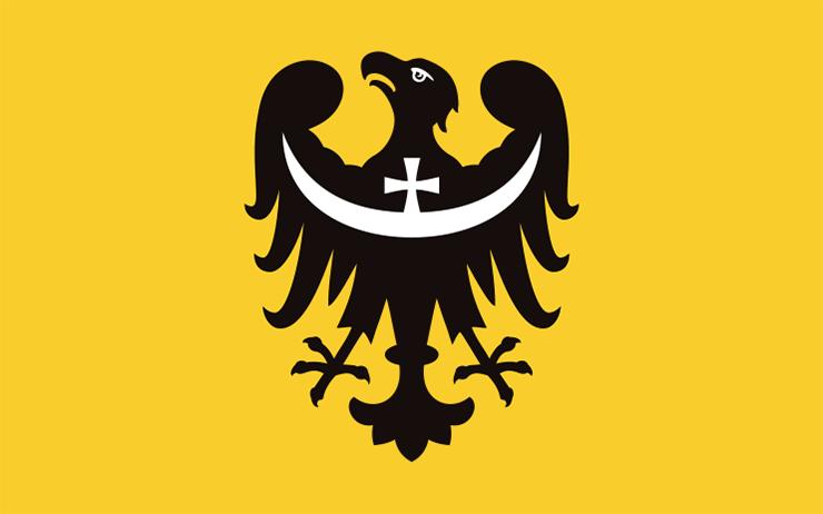 Flaga województwa dolnośląskiego – Źródło: Uchwała Sejmiku Województwa Dolnośląskiego nr XLVII/810/09 z 17 grudnia 2009 roku