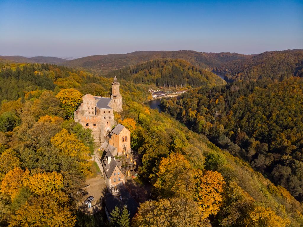 Zamek Grodno w Zagórzu Śląskim, widok z drona – Foto: Marcin Jagiellicz (dla LOT Aglomeracji Wałbrzyskiej)