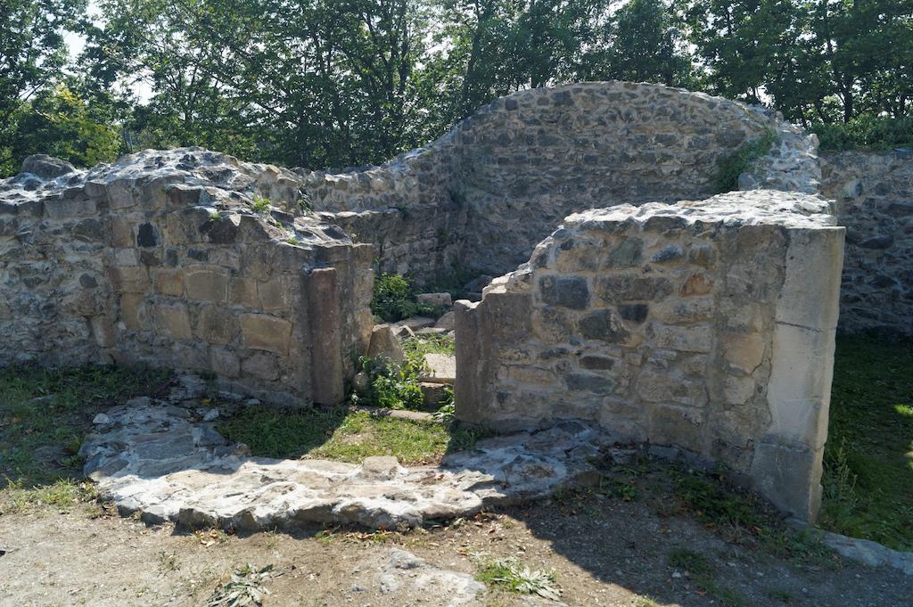 Pozostałości romańskiej kaplicy