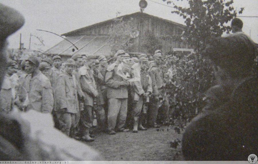Górnicy na uroczystości w kopalni uranu w Radoniowie – Źródło: polska-org.pl