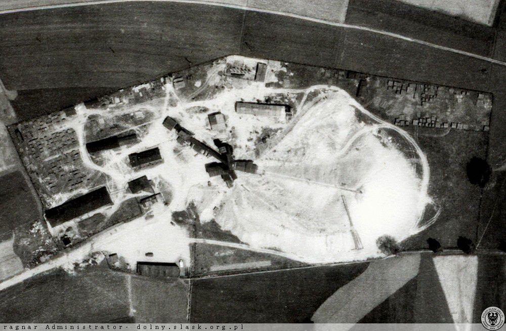 Zdjęcie lotnicze zabudowań kopalni uranu w Radoniowie – Źródło: polska-org.pl