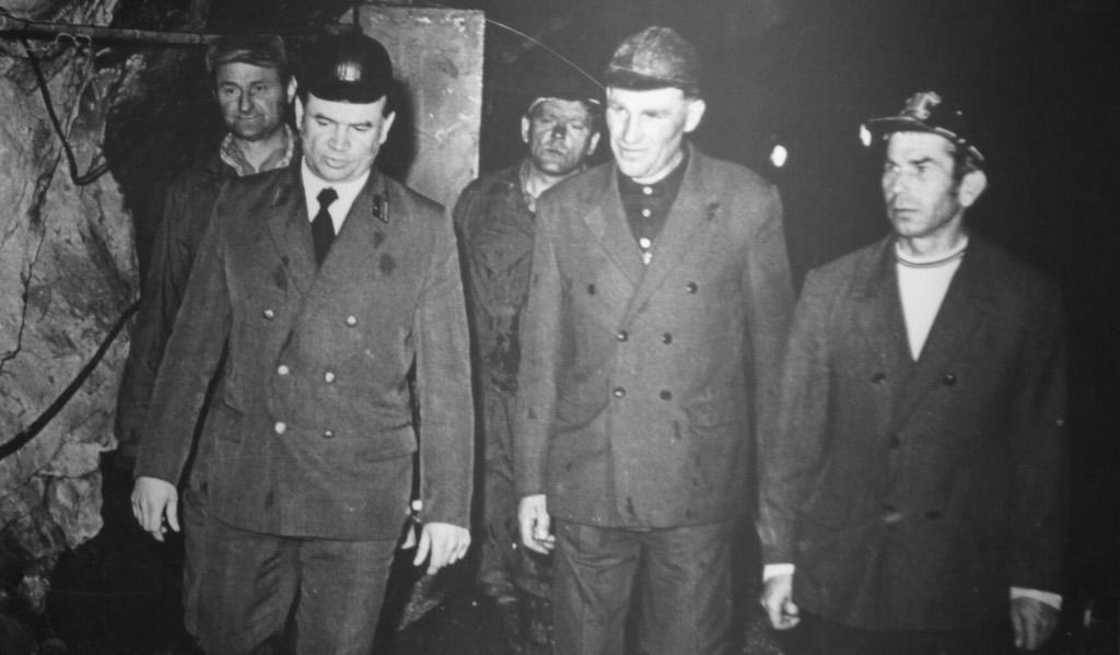 Pracownicy ZPR-1, po lewej stronie ostatni zastępca dyrektora ds. technicznych Franciszek Gawor – Zbiory: F. Gawor