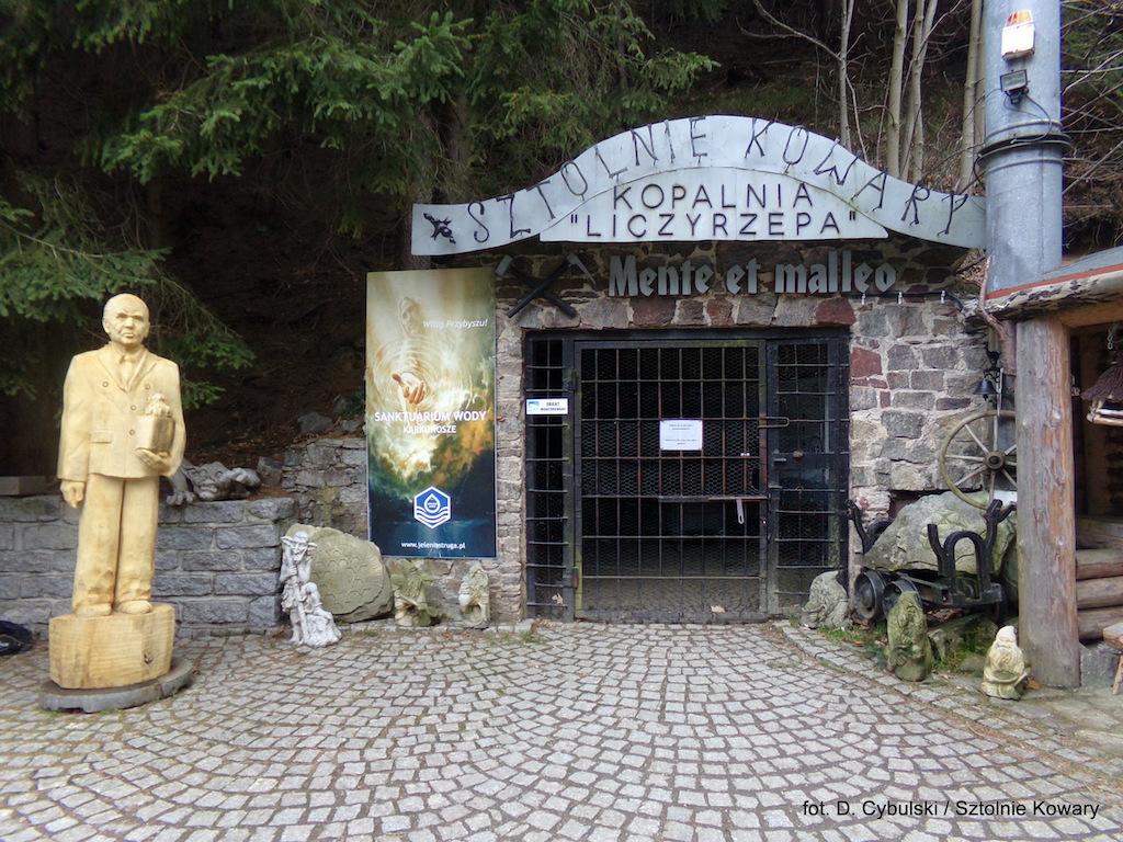 Początek podziemnej trasy turystycznej, wejście do sztolni nr 9a – Foto: Dominik Cybulski