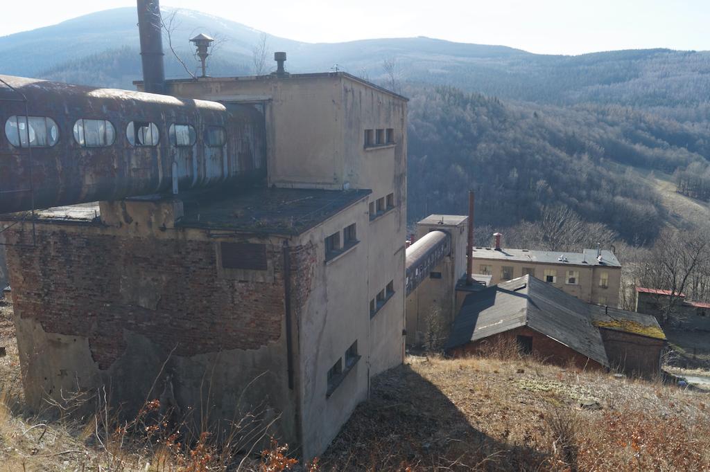 Zabudowania dawnego zakładu przeróbki rudy uranowej w Kowarach