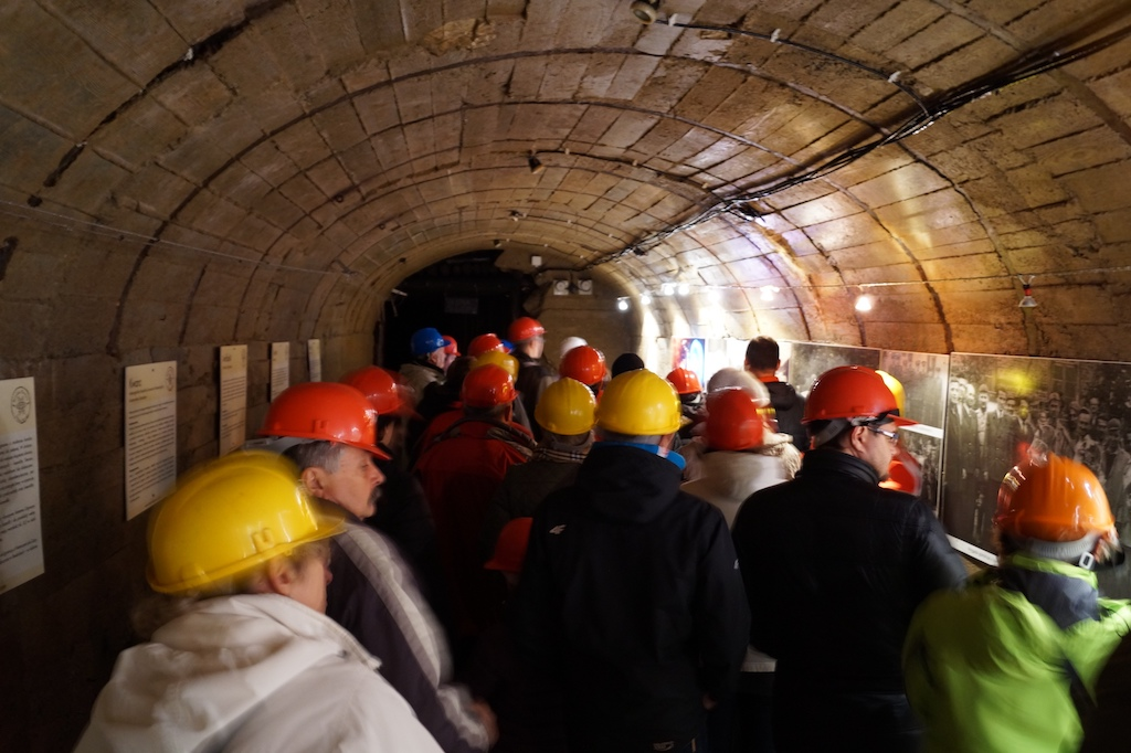 """Zwiedzanie podziemnej trasy kopalni uranu """"Liczyrzepa"""" w Kowarach"""