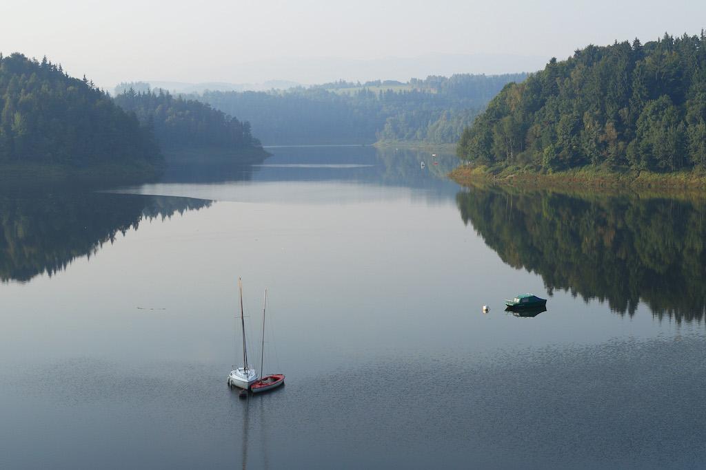 Jezioro Pilchowickie, sztuczny zbiornik retencyjny powstały w wyniku osadzenia zapory na rzece