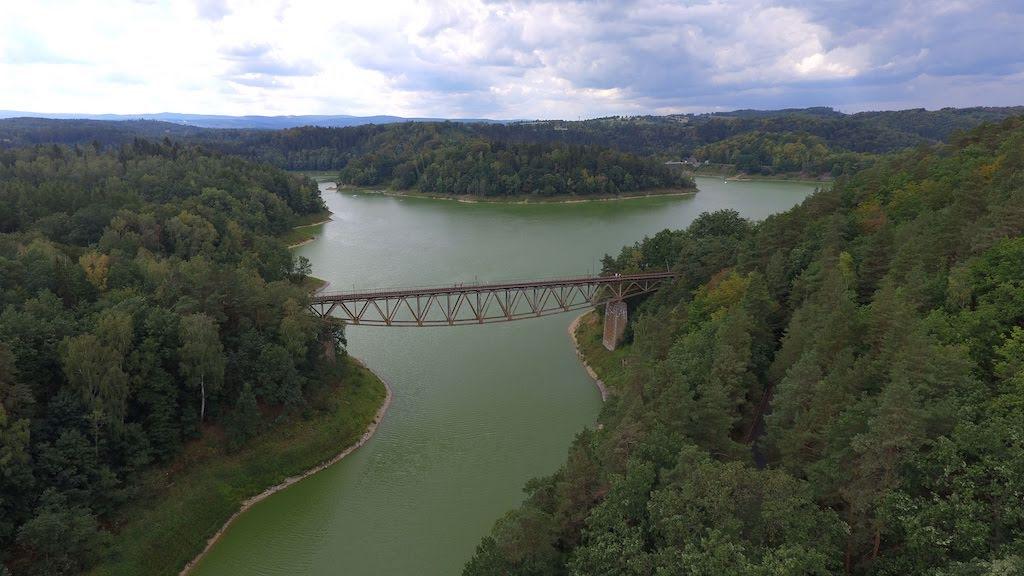 Zabytkowy most kolejowy nad Jeziorem Pilchowickim – Foto: Michał Jabłoński