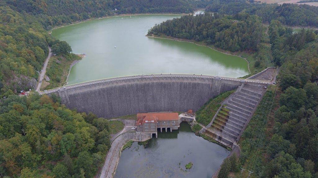 Zapora wodna w Pilchowicach i Jezioro Pilchowickie, widok z drona – Foto: Michał Jabłoński