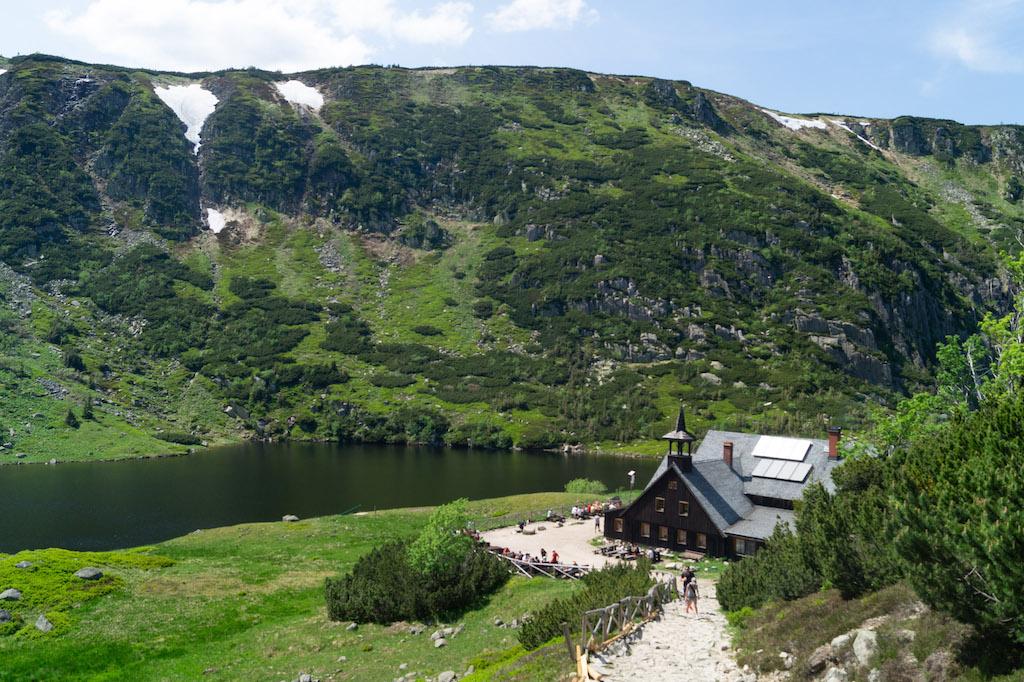 Kocioł Małego Stawu i Mały Staw będący jeziorem polodowcowym