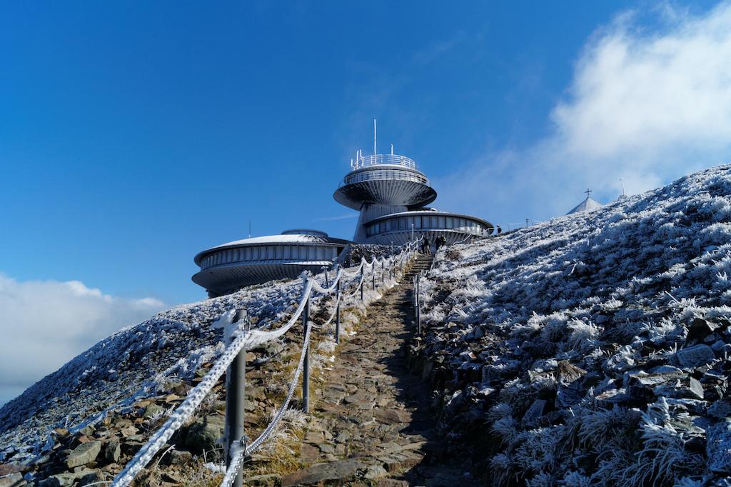 Podejście na szczyt Śnieżki tzw. drogą zakosami