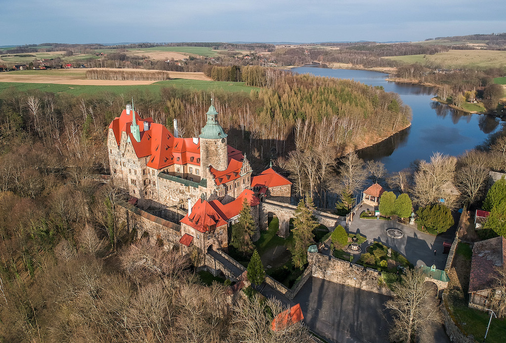 Zamek Czocha i Jezioro Leśniańskie – Foto: Adrian Sitko