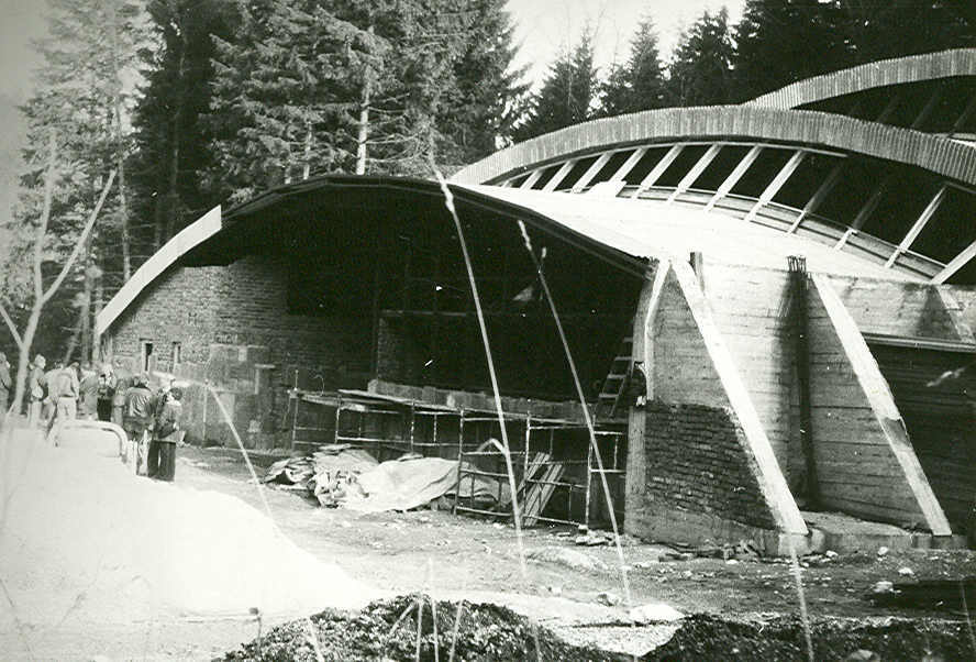 Budowa pawilonu wejściowego do jaskini – Foto: Wojciech Ciężkowski Zbiory: Jaskinia Niedźwiedzia