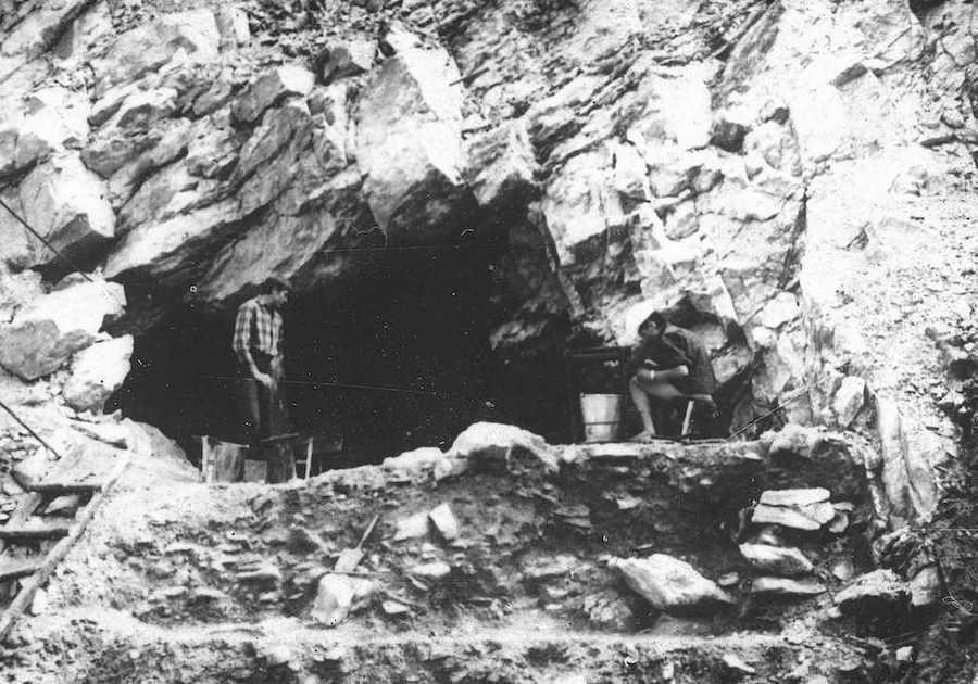Uczestnicy i prace eksploracyjne prowadzone w trakcie pierwszego wakacyjnego obozu naukowego, lato 1967 roku – Foto: Ludwik Pikuła Zbiory: Jaskinia Niedźwiedzia