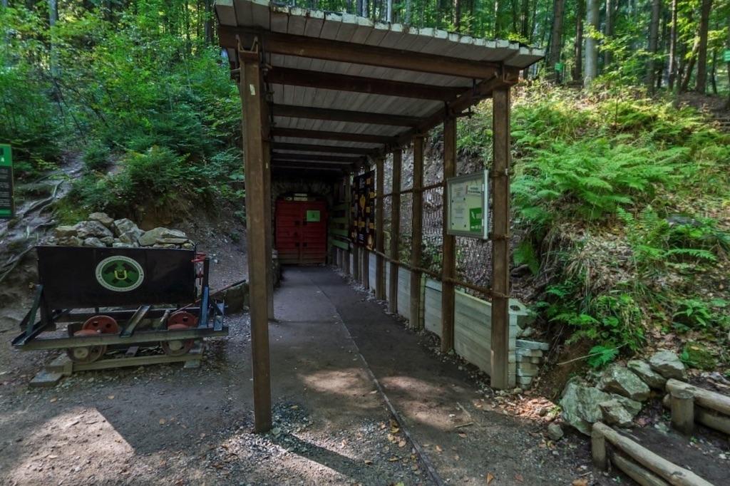 Wejście do podziemnej trasy – Źródło: Kopalnia Kletno