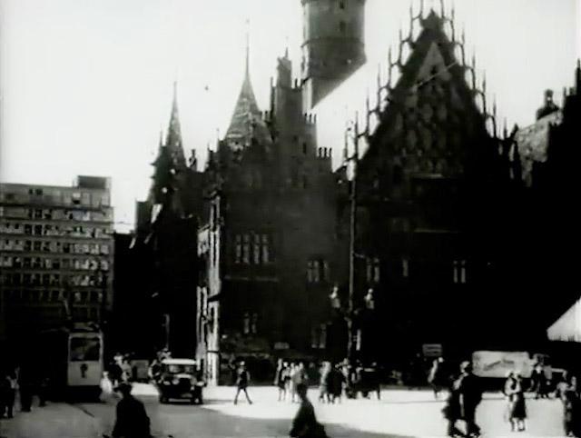 Ujęcie na rynek i Stary Ratusz we Wrocławiu – Dolny Śląsk przed wojną (stary film)